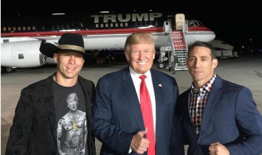 Donald Cerrone (izq.) y Donald Trump.