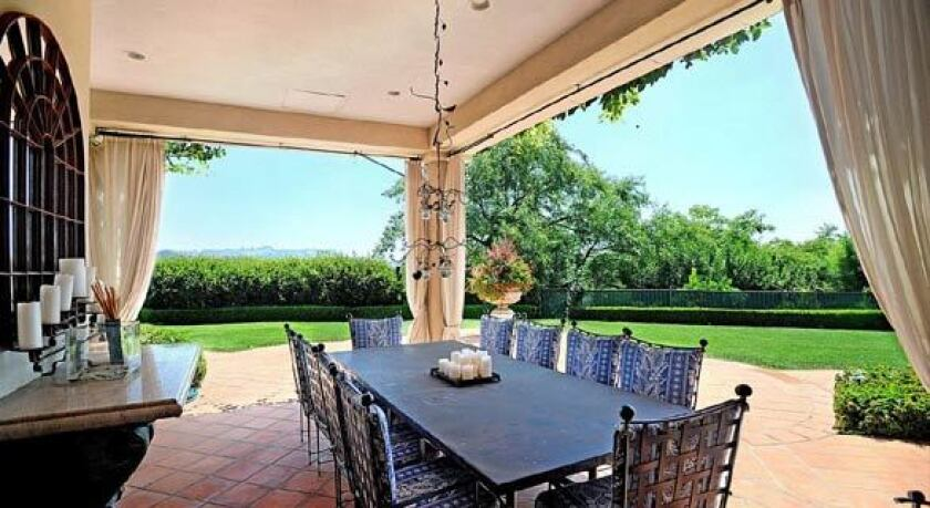 Country music superstars Faith Hill and Tim McGraw have sold their Beverly Hills Post Office spread for $9.5 million.