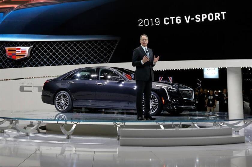 El presidente de Cadillac, John de Nysschen, presenta el nuevo vehículo Cadillac 2019 CT6 V-Sport durante el pase de prensa del Salón Internacional del Automóvil de Nueva York (NYIAS) en Nueva York, Estados Unidos, el 28 de marzo de 2018. EFE/Archivo