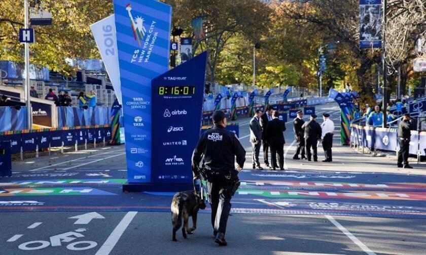 La Policía de Nueva York está lista para vigilar en tierra, desde el aire y frente a las costas de Manhattan el maratón del domingo, un evento con especiales retos para la ciudad tras el atentado terrorista del martes. EFE/EPA/ARCHIVO