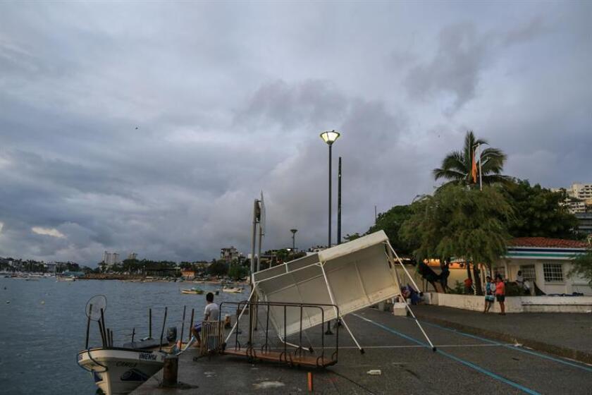 Vista general de los daños causados por la tormenta Carlotta en el puerto de Acapulco (México) hoy, domingo 17 de junio de 2018. EFE