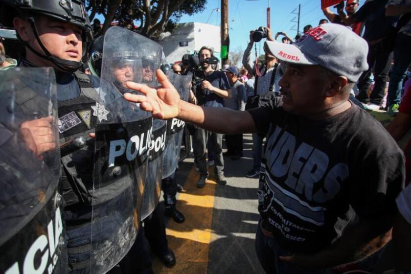 Mexican demonstrators confront police during a protest against the presence of Central American migrants in the border city of Tijuana, Mexico, 18 November 2018. EFE-EPA/Maria de la Luz Ascencio