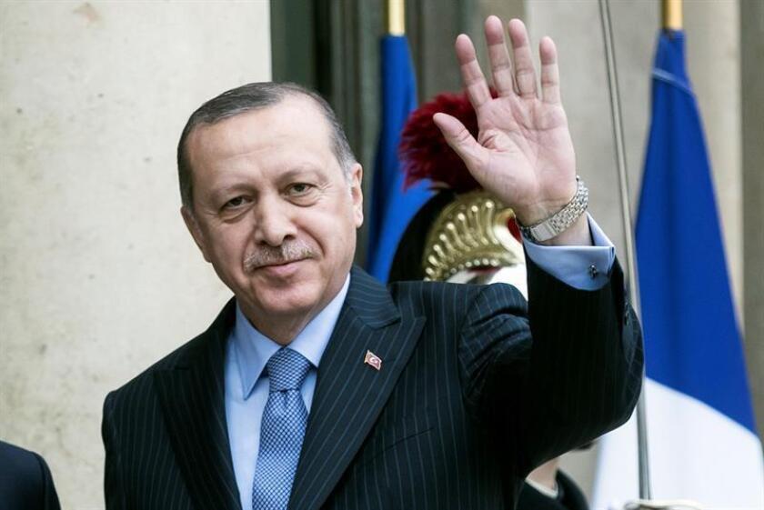 El presidente Donald Trump urgió hoy su homólogo turco, Recep Tayyip Erdogan, a que limite las operaciones militares lanzadas por Turquía en Afrín, en el extremo noroccidental de Siria, contra las milicias kurdas. EFE/EPA/Archivo