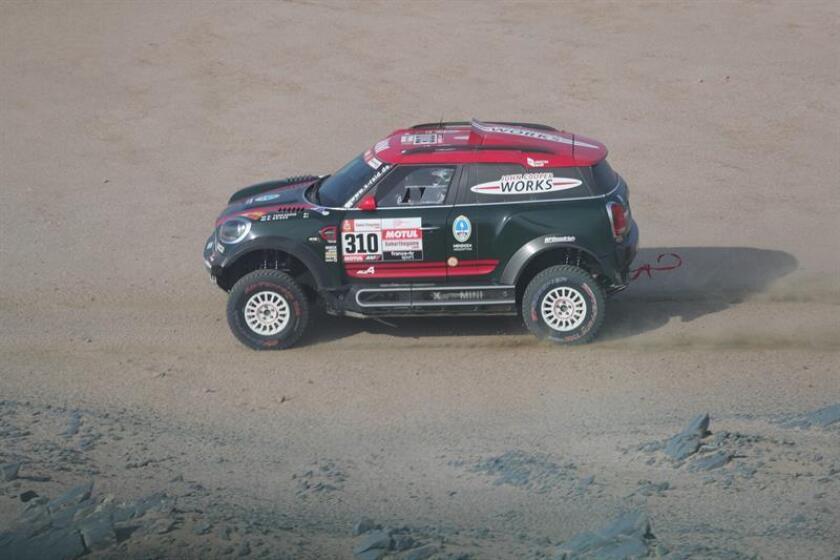 El argentino Orlando Terranova conduce su vehículo durante la segunda etapa del Rally Dakar 2019 entre Pisco y San Juan de Marcona (Perú). EFE/Archivo