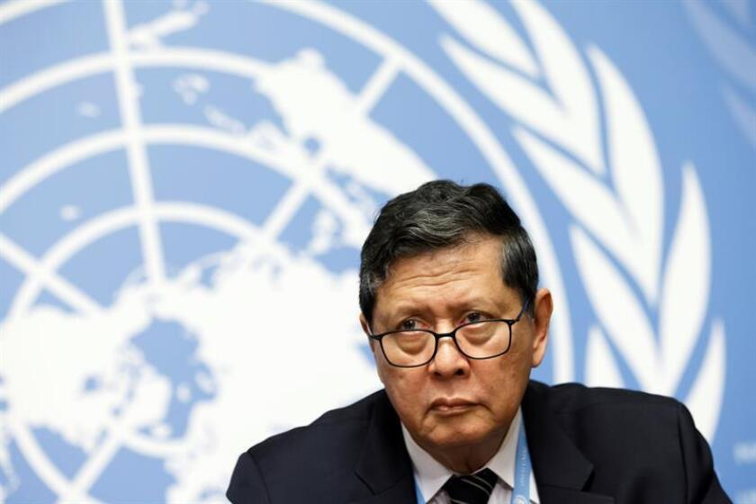 El jefe de la investigación internacional de la ONU sobre los presuntos crímenes cometidos por fuerzas militares y de seguridad desde 2011 en Birmania, Marzuki Darusman, ofrece una rueda de prensa. EFE/Archivo