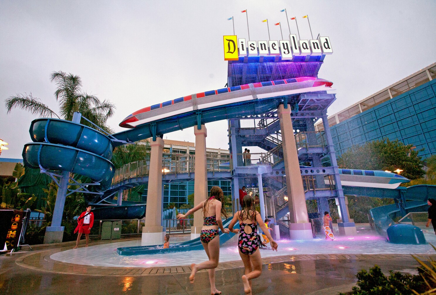 Want To Live At Disneyland Disney Plans An Anaheim Timeshare Project Los Angeles Times