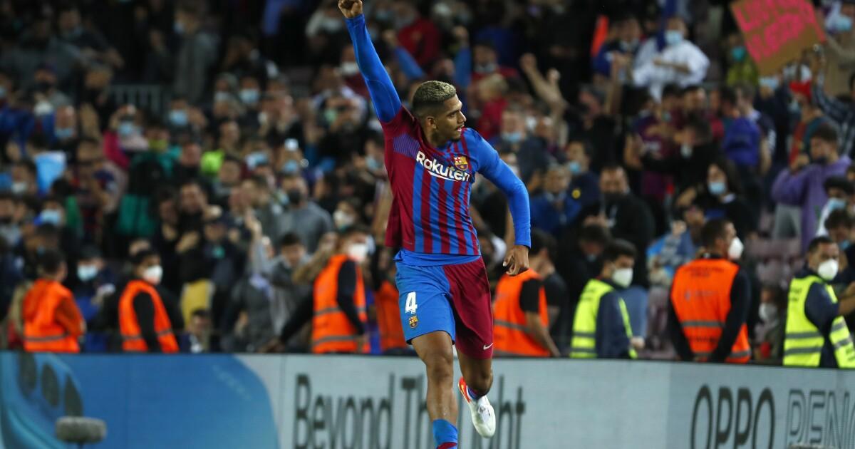 El Barcelona rescata empate 1-1 en casa contra el Granada - Los Angeles Times