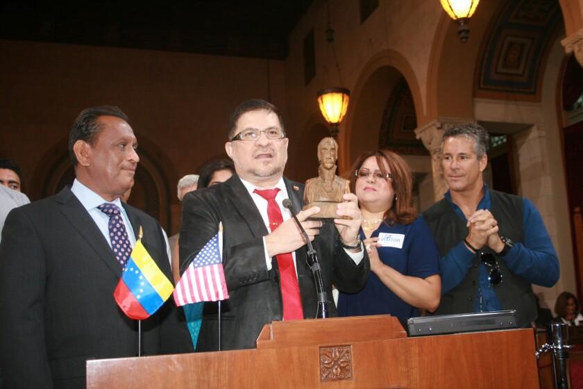 Reconocen labor pro-inmigrante del pastor Ricardo Moreno