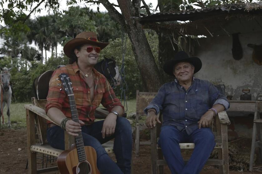 El colombiano Carlos Vives se rodeó de varias figuras del folklore de su país para llevar a cabo este proyecto.