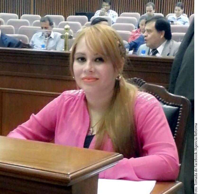 Un juez ordenó aprehender a ex diputada Lucero Sánchez, acusada de usar identificación falsa al ver al 'Chapo' Guzmán en el Altiplano.