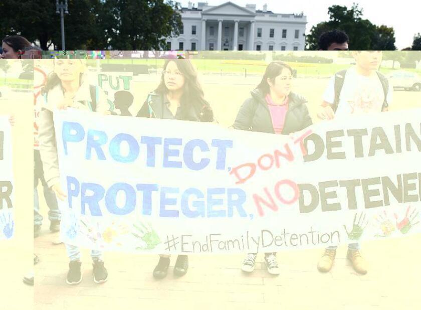 El Tribunal Supremo evaluó hoy si los inmigrantes indocumentados pueden ser recluidos indefinidamente en centros de detención o si, por el contrario, tienen derecho a una audiencia que pueda ponerles en libertad provisional. EFE/ARCHIVO