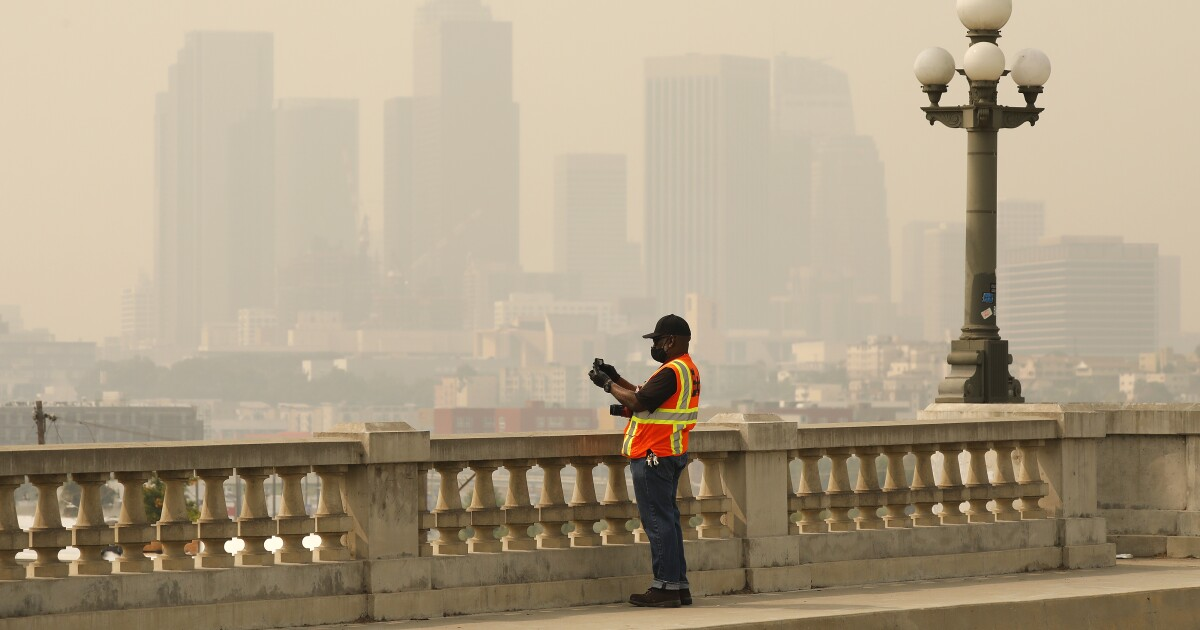 Los Angeles suffers worst smog in almost 30 years