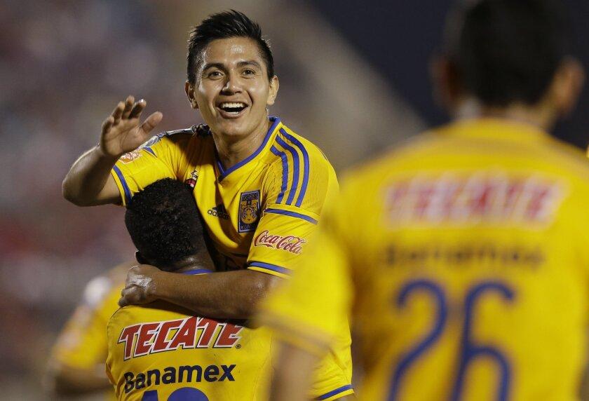 Dieter Villalpando festeja el triunfo en la Libertadores.