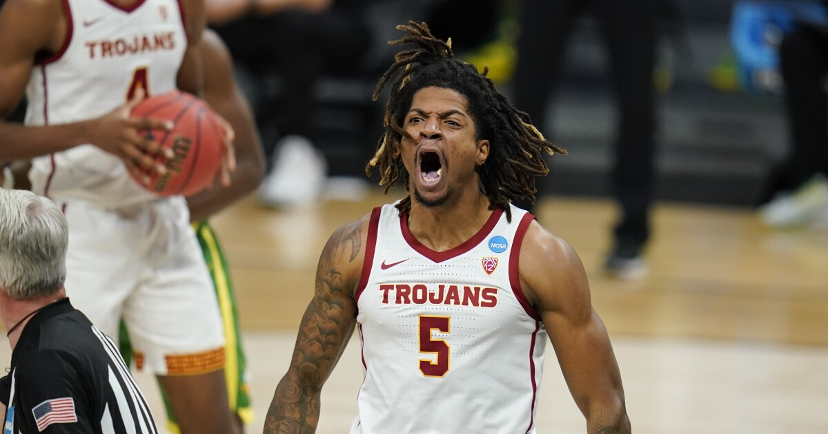 Isaiah White announces he'll play again for USC basketball in 2021-22