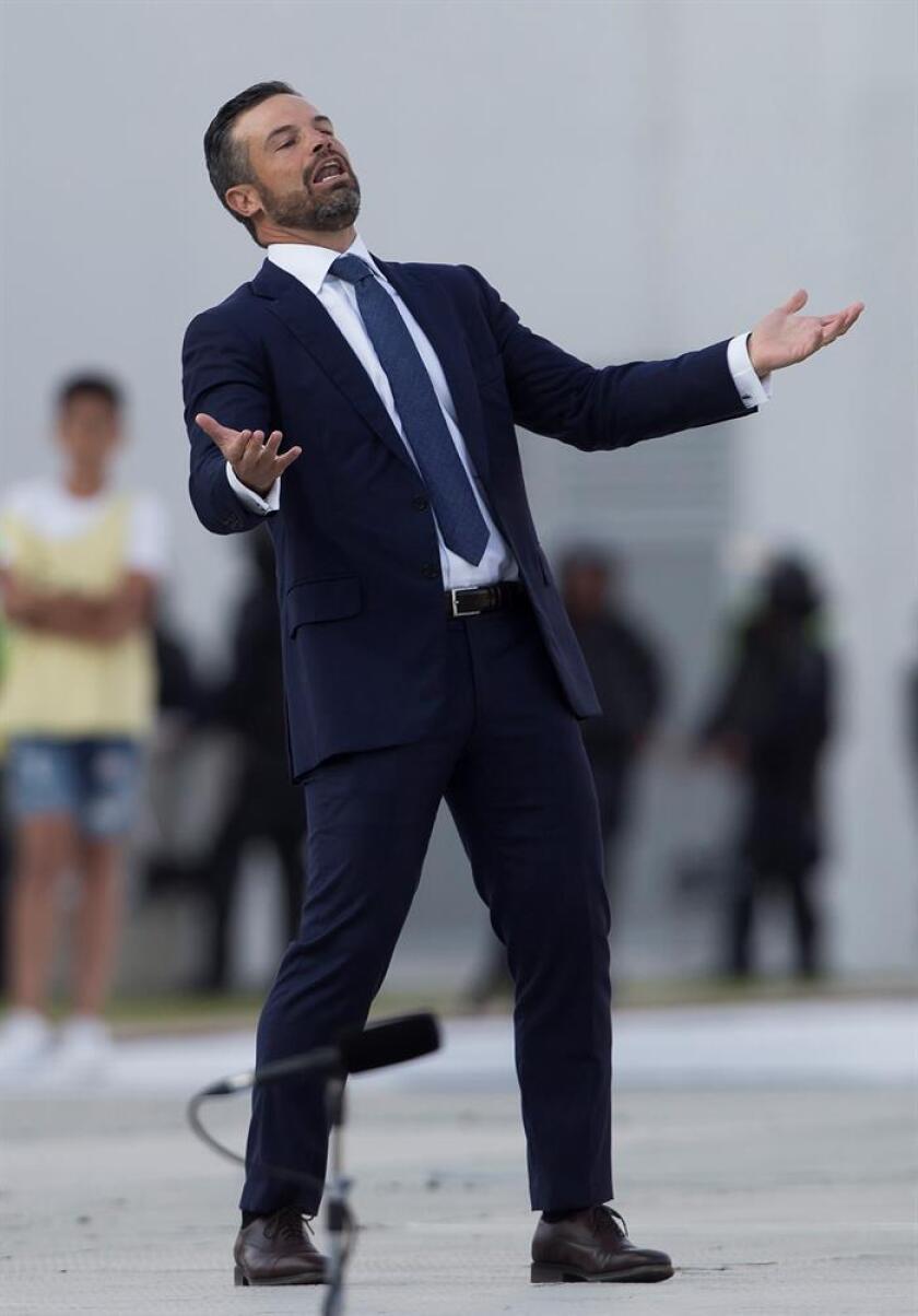 El mexicano Rafael Puente, técnico del Lobos BUAP, último lugar del Clausura mexicano, dijo hoy que el ánimo de su equipo está bien a pesar de que suma tres derrotas en igual número de jornada, en lo que representa un mal arranque. EFE/ARCHIVO