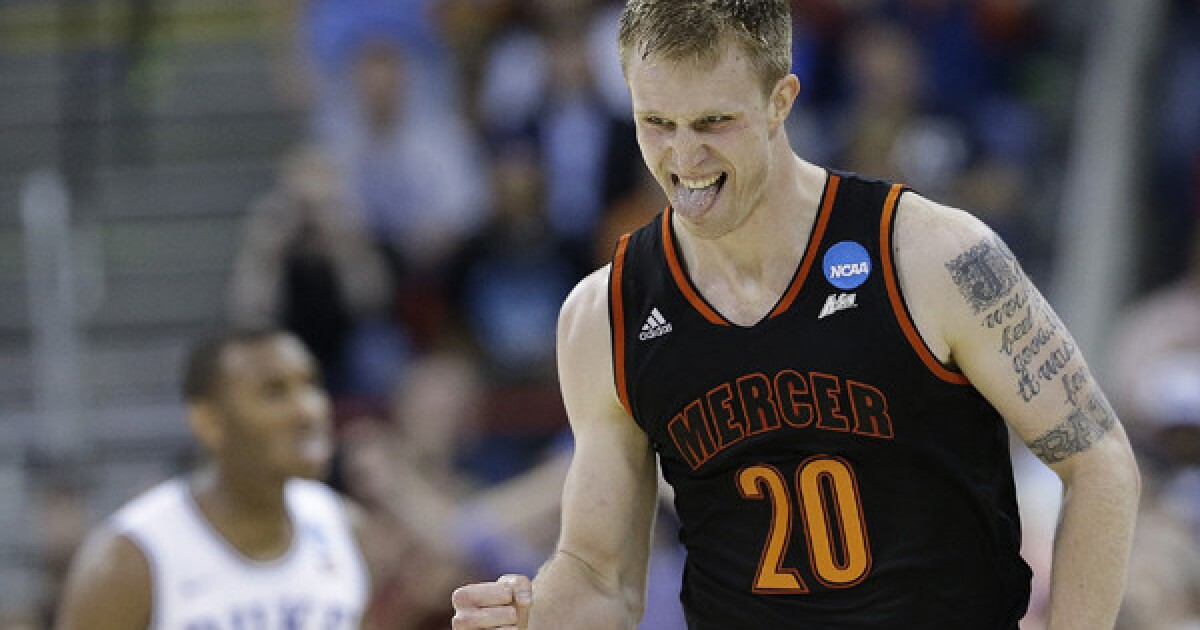 March Madness Continues For Mercer S Jakob Gollon After Duke Upset Los Angeles Times