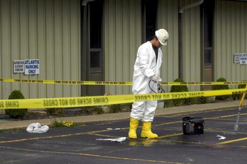 Policías locales y agentes del FBI informaron hoy de que los tres cuerpos hallados en un terreno de extracción de petróleo al norte de Denver son los de una mujer embarazada y sus dos hijas pequeñas presuntamente asesinadas por el padre de la familia, el único sospecho del crimen. EFE/Archivo