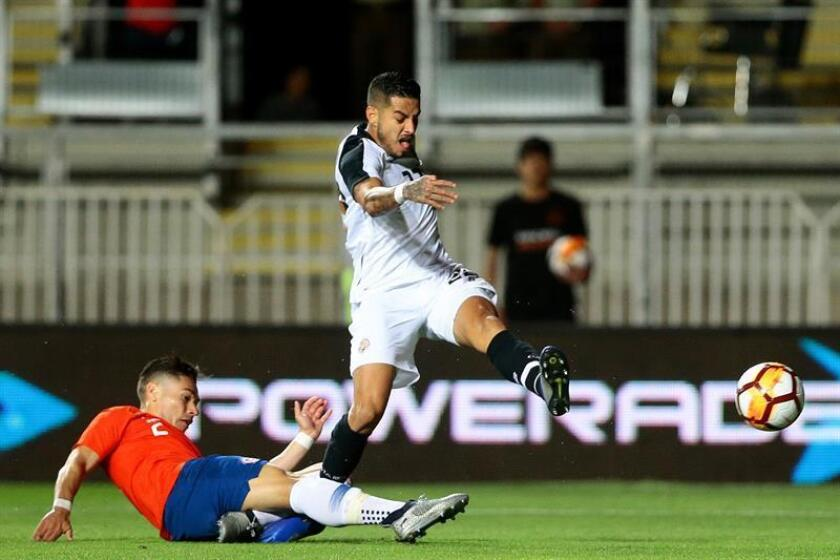 Costa Rica's Ronald Matarrita (C) scores during the friendly match between Chile and Costa Rica at the Teniente stadium in Rancagua, Chile, 16 November 2018. EPA-EFE/OSVALDO VILLARROEL