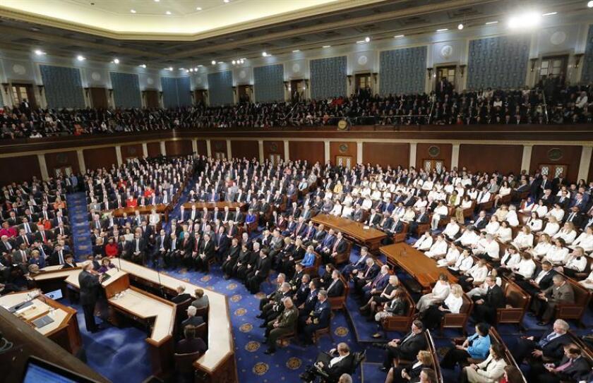 El presidente de los Estados Unidos, Donald J. Trump (i), llega el martes 5 de febrero de 2019 para pronunciar su segundo discurso sobre el Estado de la Unión, en el Capitolio en Washington, DC (EE. UU.). EFE/Archivo
