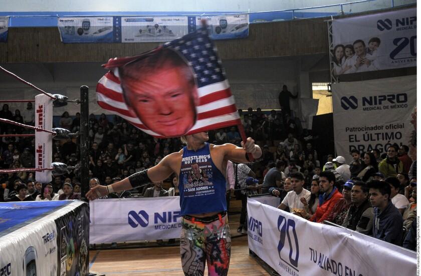 Sam Adonis con su bandera hizo que la gente lo repudiara.