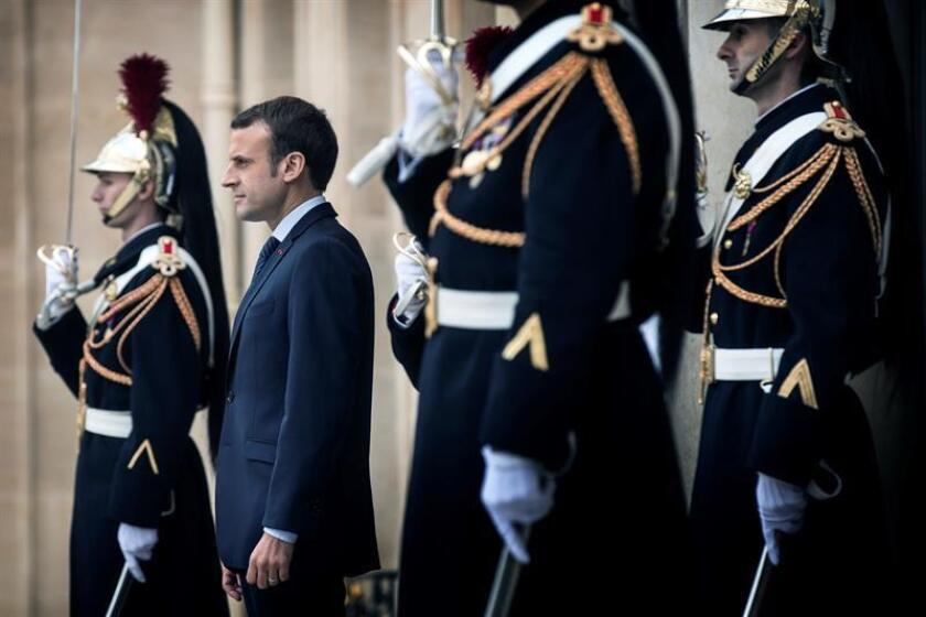 French President Emmanuel Macron observes the departure of Regional Kurdistan Government Prime Minister Nechirvan Barzani and Vice-Prime Minister Qubad Talabani (unseen) following their meeting at the Elysee Palace in Paris, France, 02 December 2017. EFE