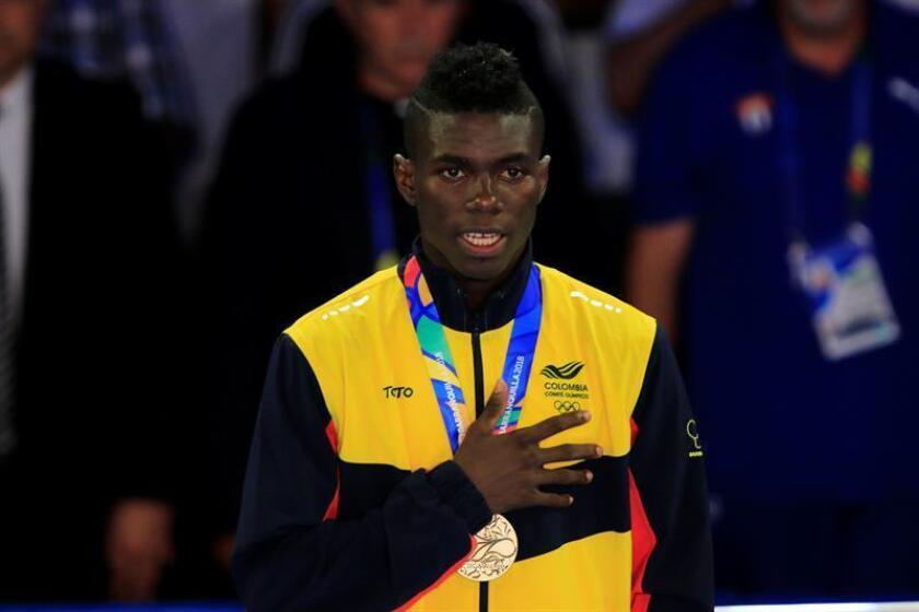 El boxeador colombiano Yuberjen Martínez fue registrado este miércoles al posar con la medalla de oro de la categoría de 49 kg del boxeo masculino de los XXIII Juegos Centroamericanos y del Caribe 2018, en Barranquilla (Colombia). EFE
