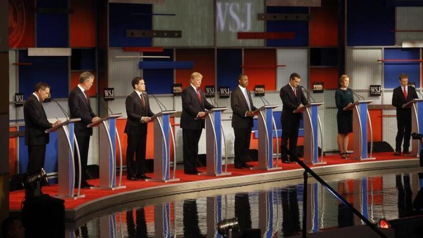 Los candidatos presidenciales republicanos en un debate realizado en Milwaukee el 10 de noviembre.