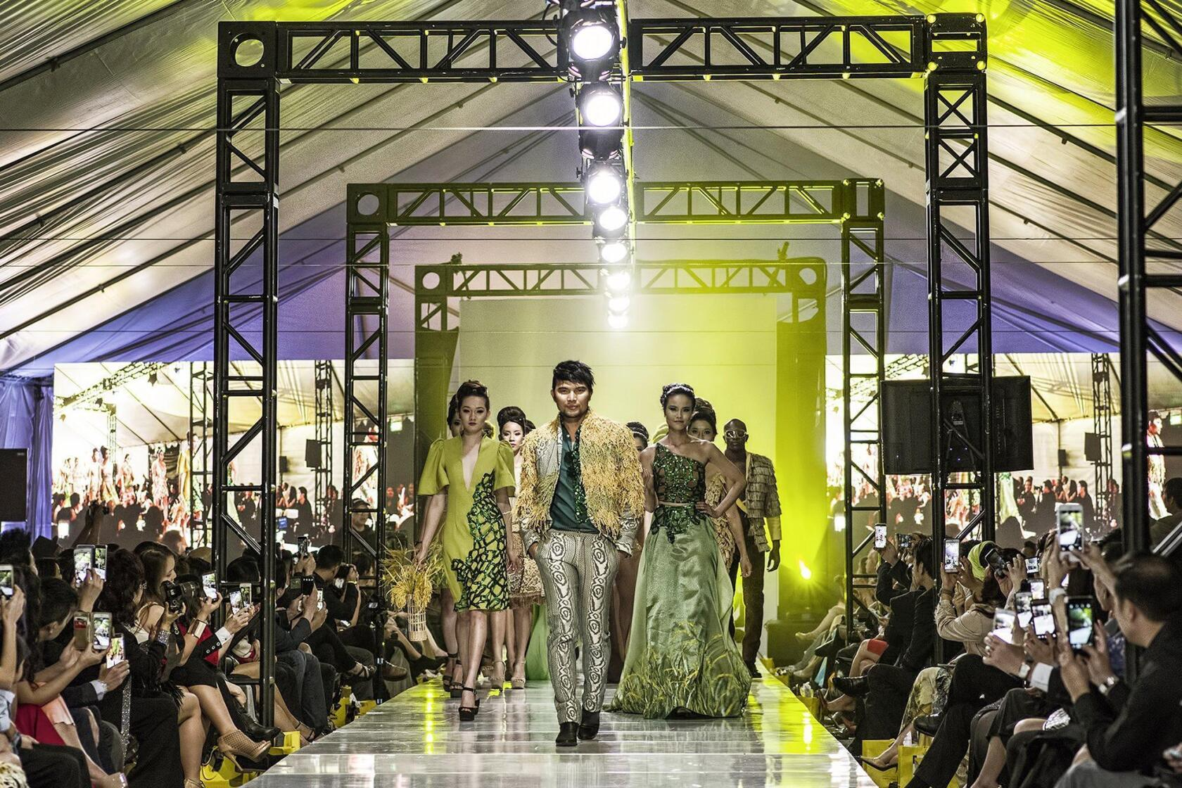 Giving Vietnamese Fashion Designers Their Due Los Angeles Times