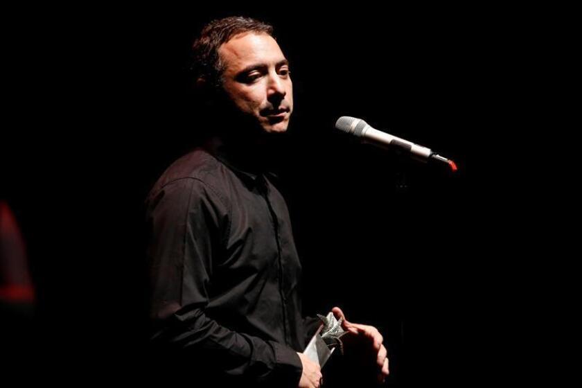 El productor chileno Juan de Dios Larraín habla después de recibir el Premio Mayahuel Iberoamericano durante el 34 Festival Internacional de Cine de Guadalajara este miércoles, en Guadalajara (México). EFE