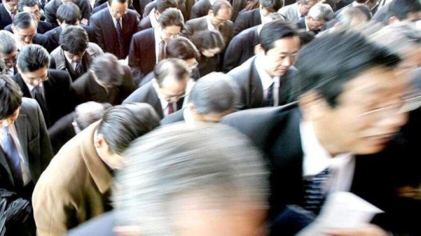 En Japón nadie espera que le den una palmadita en la espalda sólo por hacer su trabajo.