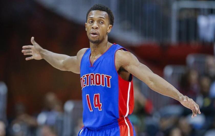 El base Ish Smith tuvo 22 puntos para los Pistons de Detroit, que superaron por 104-98 a los Hawks de Atlanta. EFE/Archivo