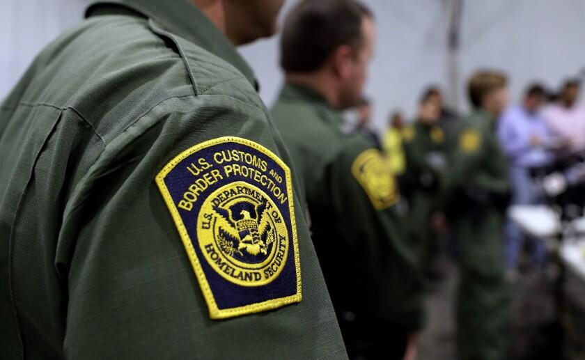 Agentes fronterizos usaron mensajes ofensivos contra migrantes en internet