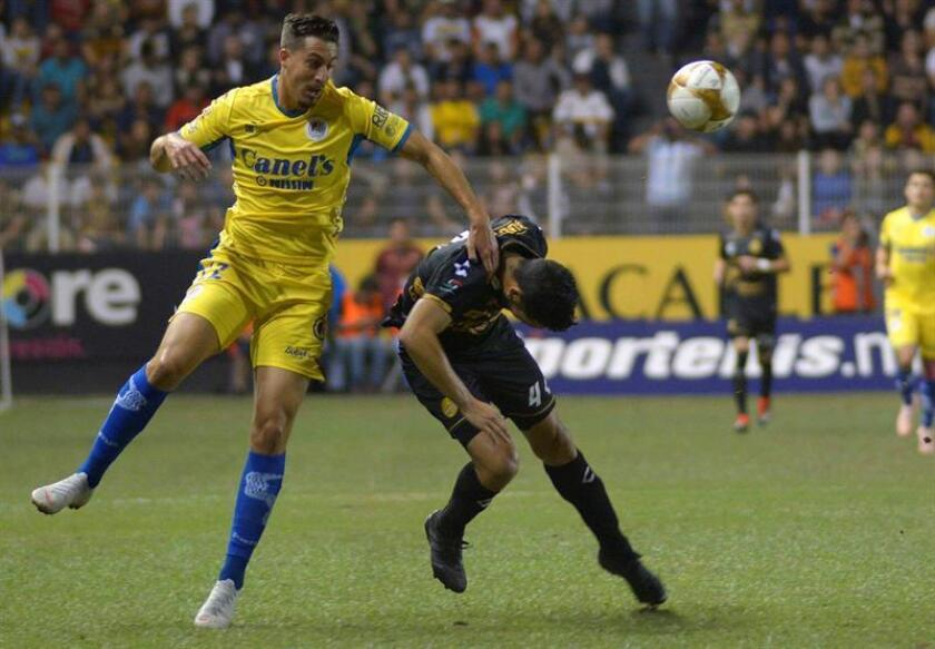 The Dorados player from Culiacan Jesus Chavez (R), vies for the ball with Ian Gonzalez (L), from Atletico San Luis Nov. 29, 2018, in the Mexican tournament Ascenso at the Banorte stadium in the city of Culiacan (México). EPA-EFE/Juan Carlos Cruz