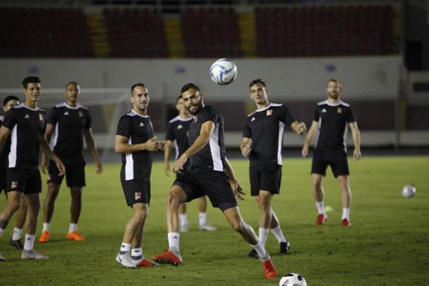 Vista de un entrenamiento de los jugadores de la selección de fútbol de Venezuela. EFE/Archivo