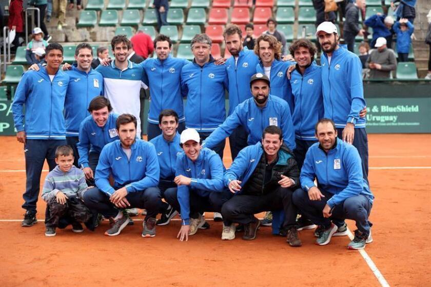 El equipo uruguayo de Copa Davis fue registrado este domingo, tras vencer 3-1 a México en esta serie por el ascenso al Grupo I de la Zona Américana de la Copa Davis, en Montevideo (Uruguay). EFE