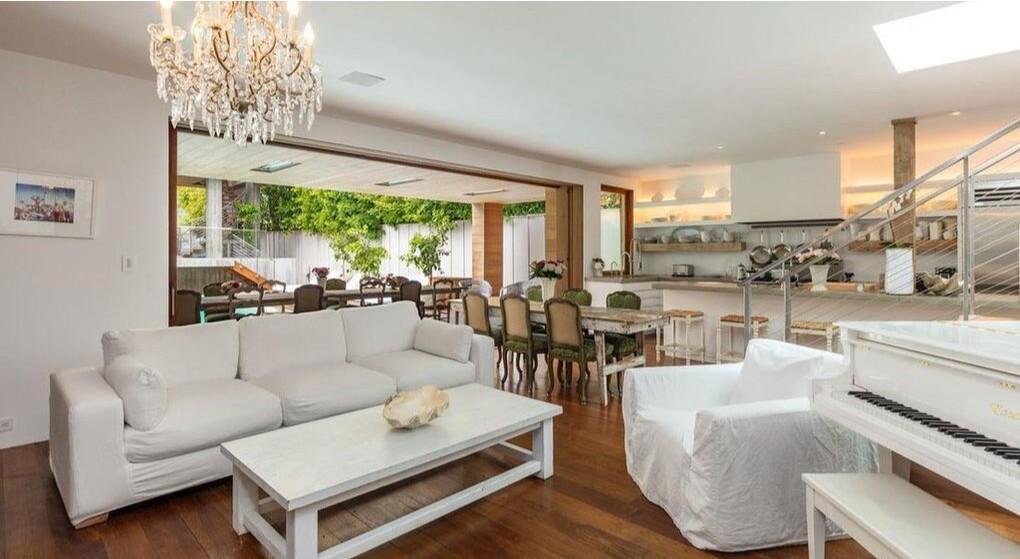 Pamela Anderson's Malibu home | Hot Property