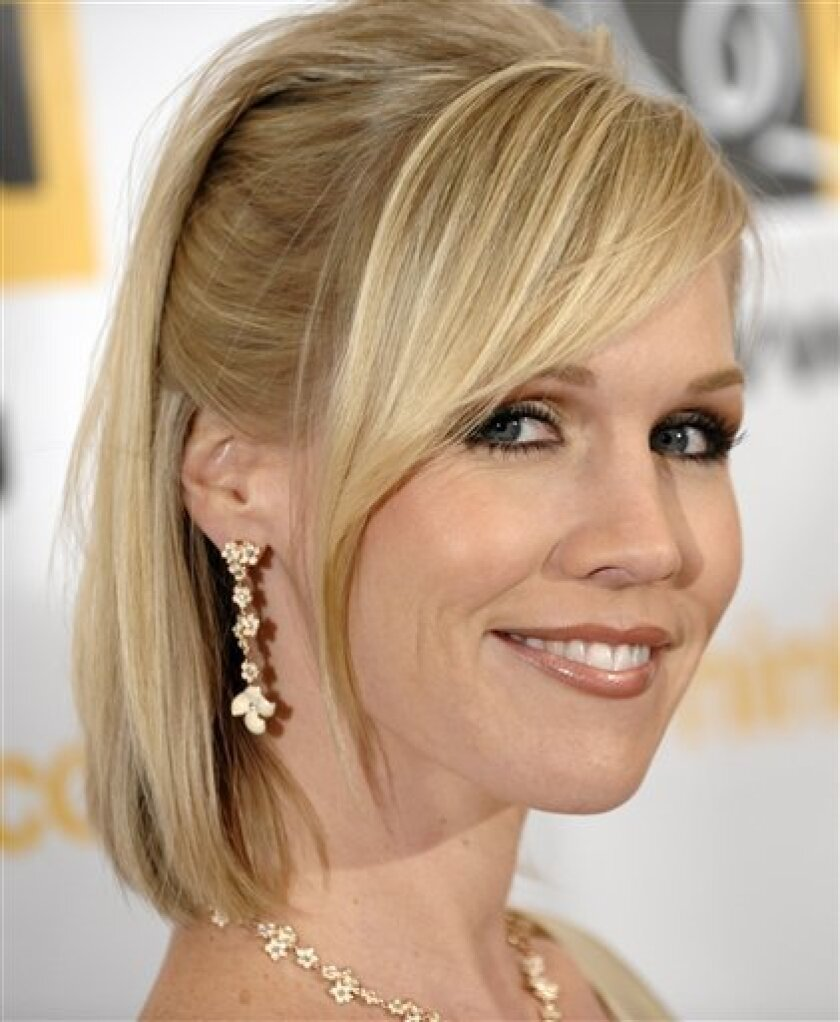 In this Oct. 10, 2008 file photo, Jennie Garth arrives at the 4th Annual GLSEN Respect Awards in Beverly Hills, Calif. (AP Photo/Chris Pizzello, file)