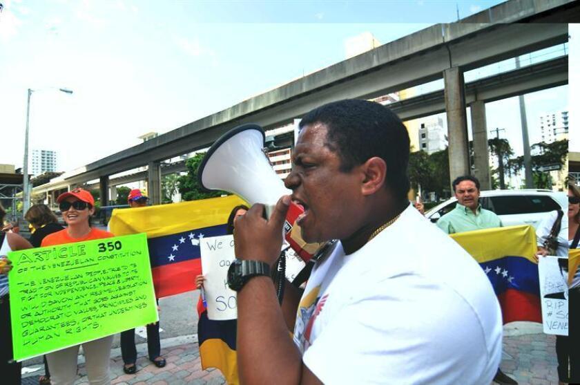 """El grupo Venezolanos Perseguidos Políticos en el Exilio (Veppex) de Miami calificó hoy de """"gran caos económico y social"""" la ola de saqueos registrados en los últimos días en el venezolano estado de Bolívar. EFE/ARCHIVO"""