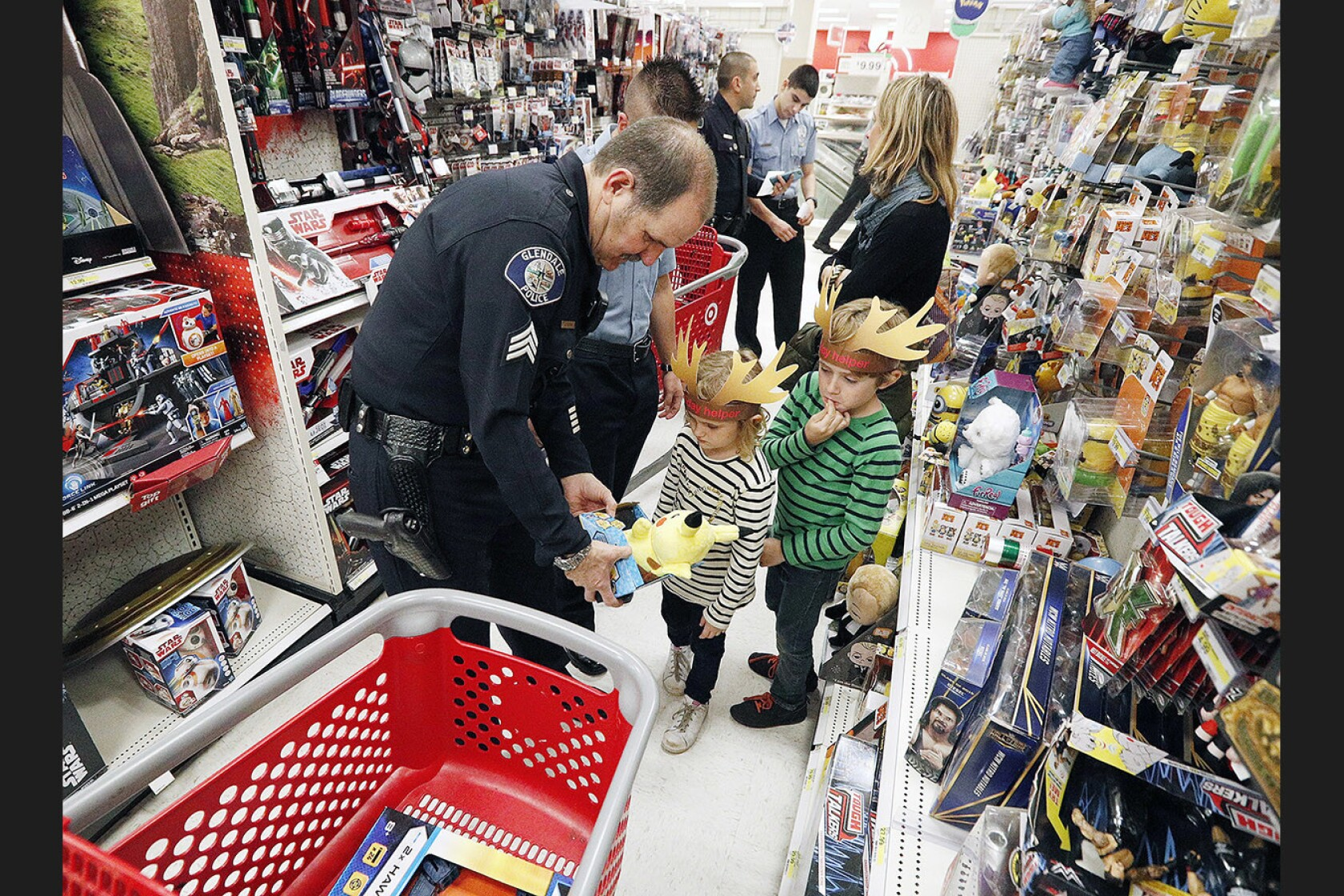 Shop with a Cop brings early holiday cheer to Glendale