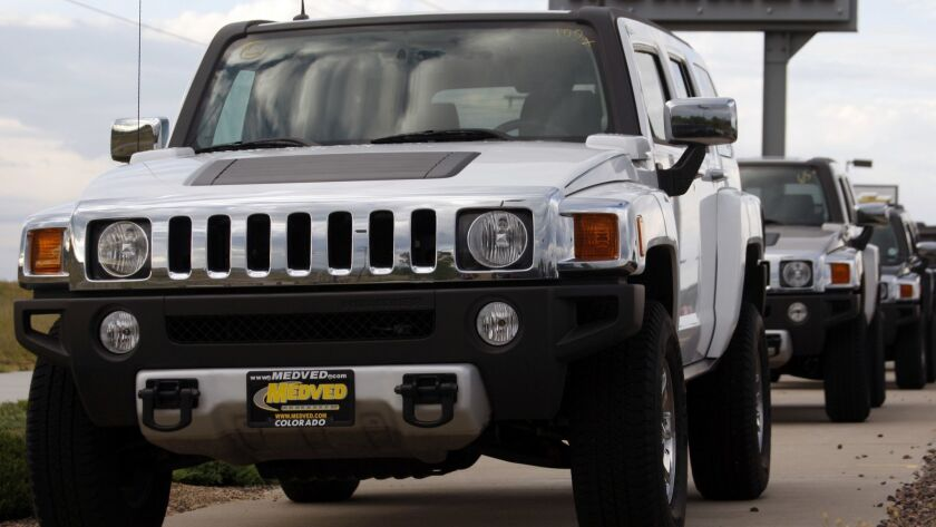 A long row of unsold H3s sit at a Hummer dealership in Castle Rock, Colo., in 2008.