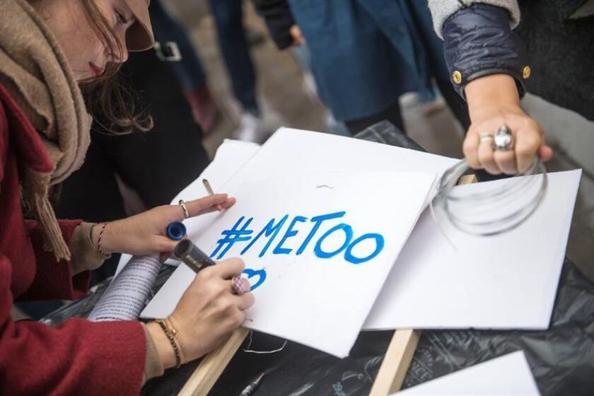El grupo de comunicación Vice Media ha dado de baja a su presidente, Andrew Creighton, y a su director de operaciones digitales, Mike Germano, por alegaciones de acoso sexual que fueron expuestas en un reportaje de The New York Times, informó hoy el diario. EFE/EPA/ARCHIVO