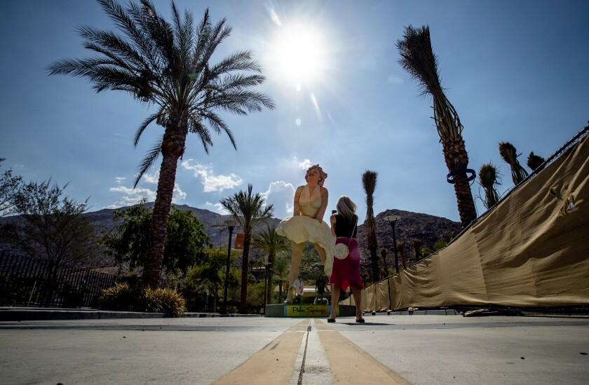 Marilyn Monroe statue in Palm Springs