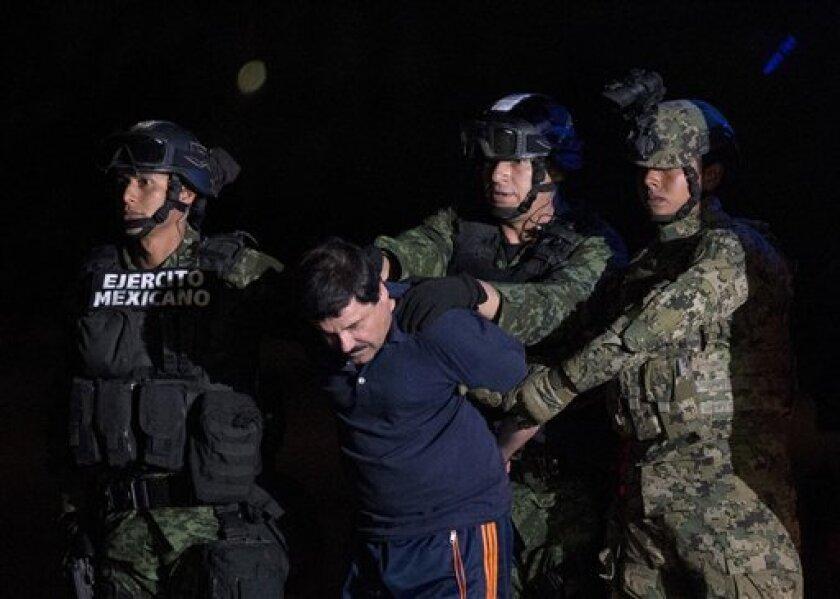 """El comisionado nacional de seguridad de México, Renato Sales, aseguró hoy que Joaquín """"el Chapo"""" Guzmán """"no está sujeto a tortura ni a ningún trato degradante o inhumano"""", sino a """"una medida de vigilancia especial contemplada en la propia ley"""", en respuesta a declaraciones de su esposa y sus abogados."""