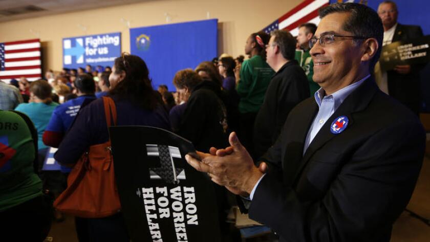 El representante Xavier Becerra (demócrata de Los Ángeles) asiste a un evento de Hillary Clinton en el Painter's Hall de Henderson, Nevada. (Francine Orr / Los Angeles Times).