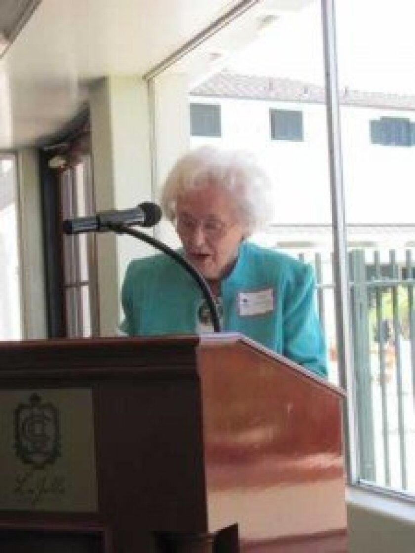 Club member Toni Tommey opens the luncheon with a meditation.