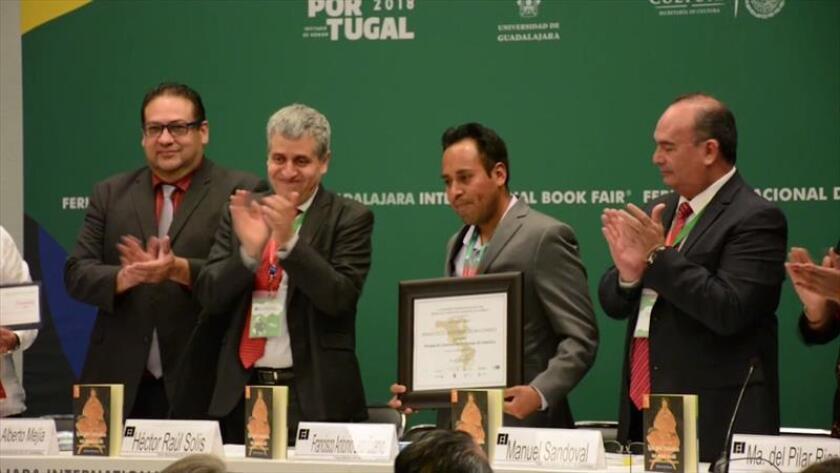 """El narrador indígena mazahua, originario del Estado de México, fue premiado por su novela """"El eterno retorno"""", una """"obra de alto nivel que puede parangonarse con cualquier obra de la literatura universal"""", según el acta del jurado del premio, dotado de 300.000 pesos, unos 14.700 dólares. EFE"""