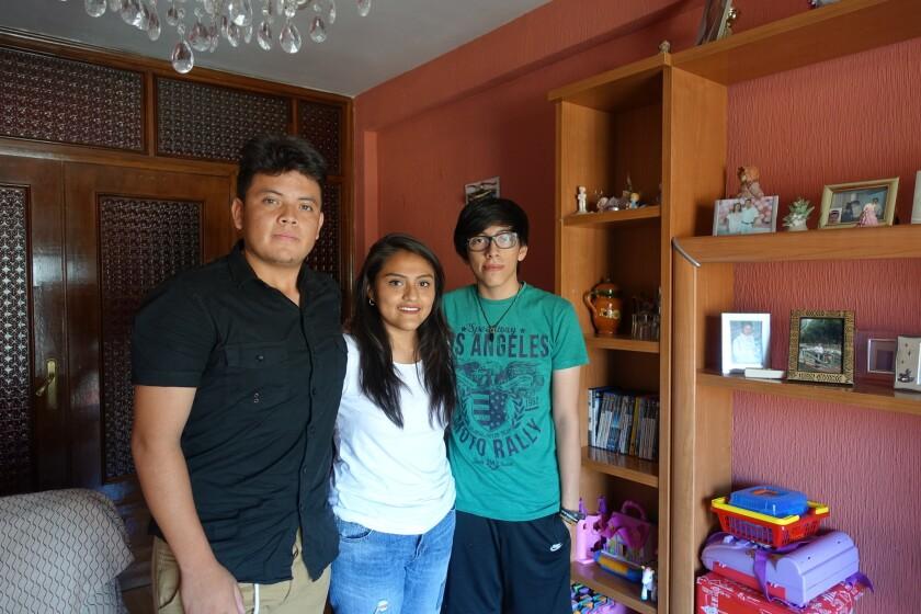 DREAMERS. Jhonatan (i), Jacky y Erick viven en España. Llegaron con su familia de Quito, Ecuador, alrededor del año 2000