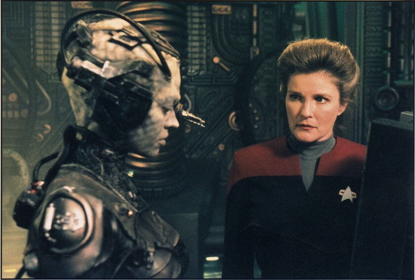 CA.0329.Lowry1.HO––Jeri Ryan as Seven of Nine and Kate Mulgrew as Captain Kathryn Janeway in Star Tr