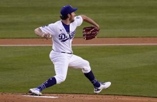 El abridor Trevor Bauer lanza por los Dodgers de Los Ángeles en el primer inning del partido contra los Rockies de Colorado, el martes 13 de abril de 2021, en Los Ángeles. (AP Foto/Mark J. Terrill)