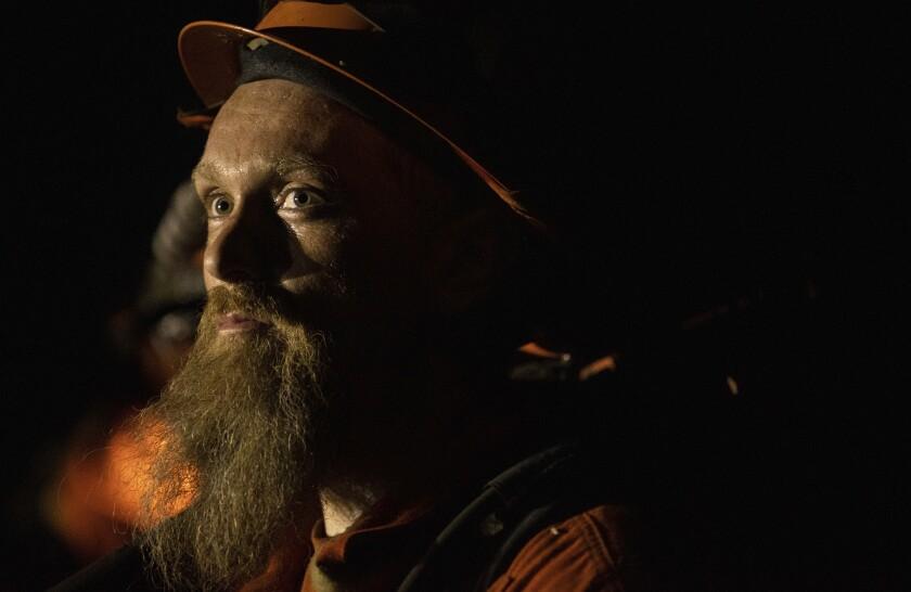 El bombero Ryan Messing del Campo de Preservación Trinity River